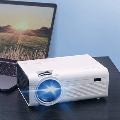 Mini proyector 1080P Full HD, 5000 lúmenes, con conexiones HDMI, AV, VGA, USB, jack 3,5mm y TF, 2 altavoces, compatible con Firestick, TV Box por 52,49€ antes 69,99€.