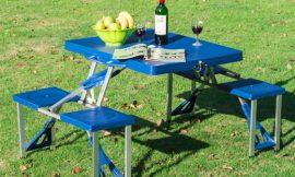 Conjunto de mesa y taburetes plegables para campings o picnis con agujero para sombrillas por sólo 39,09€.