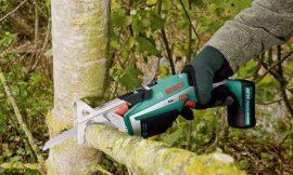 Oferta flash; serrucho de jardín con batería Bosch Keo por 67,46€ antes 89,95€.